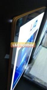 một góc chi tiết của hộp đèn lightbox nắp hít siêu mỏng