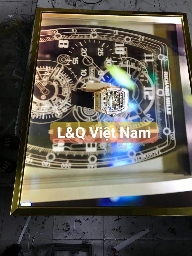 hộp đèn lightbox giới thiệu đồng hồ cơ sang trọng