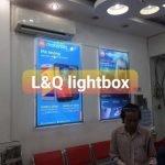 hộp đèn quảng cáo lightbox giới thiệu tính năng điện thoại motorola