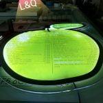 hộp đèn menu thủy tinh tạo hình trái táo