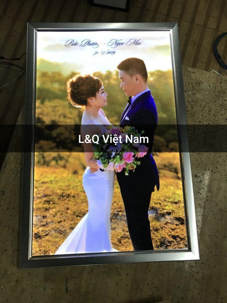 hộp đèn lightbox quảng cáo nắp hít kỷ niệm cưới