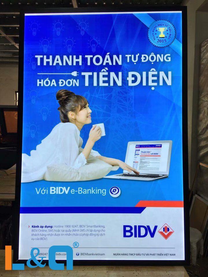 Hộp đèn BIDV LightBox nắp hít quảng cáo dịch vụ thanh toán hóa đơn tiền điện tự động