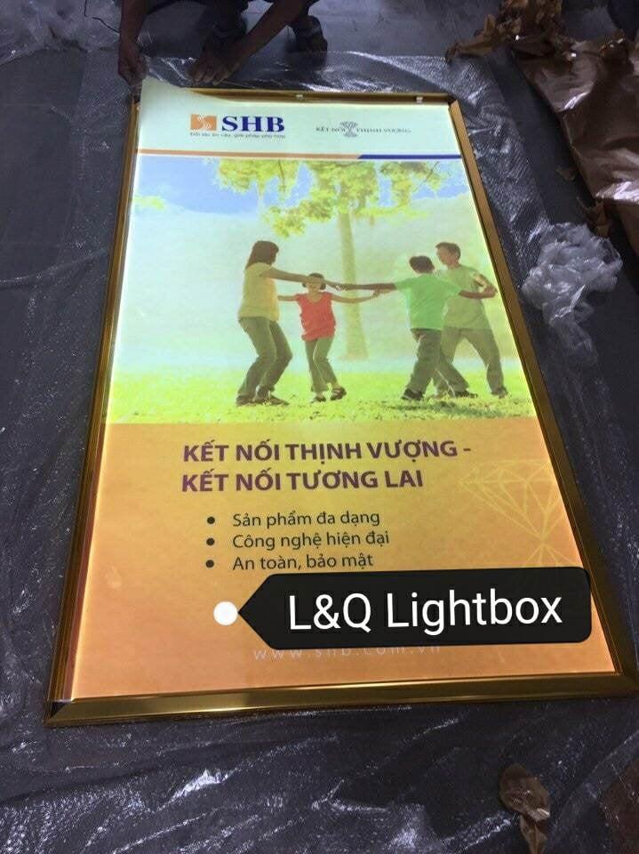 Hộp đèn quảng cáo nắp hít shb