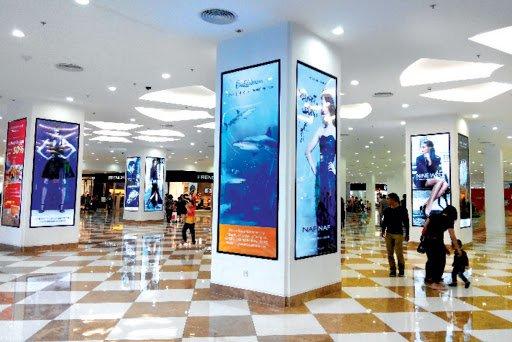 hộp đèn cuộn scrolling tại khu mua sắm cao cấp