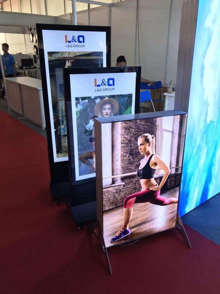 hộp đèn đứng tại triển lãm biển hiệu quảng cáo của l&q lightbox