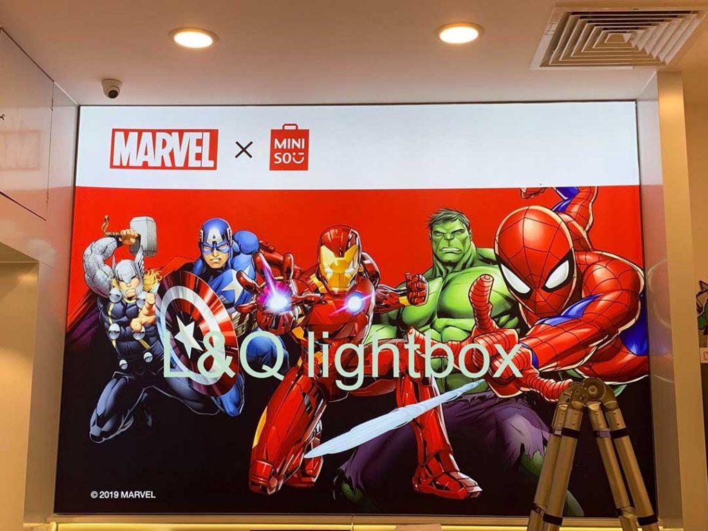 bảng hộp đèn quảng cáo lớn marvel minis0