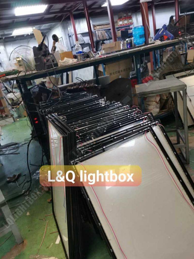 hộp đèn lightbox tranh điện gửi khách hàng tết 2021 1