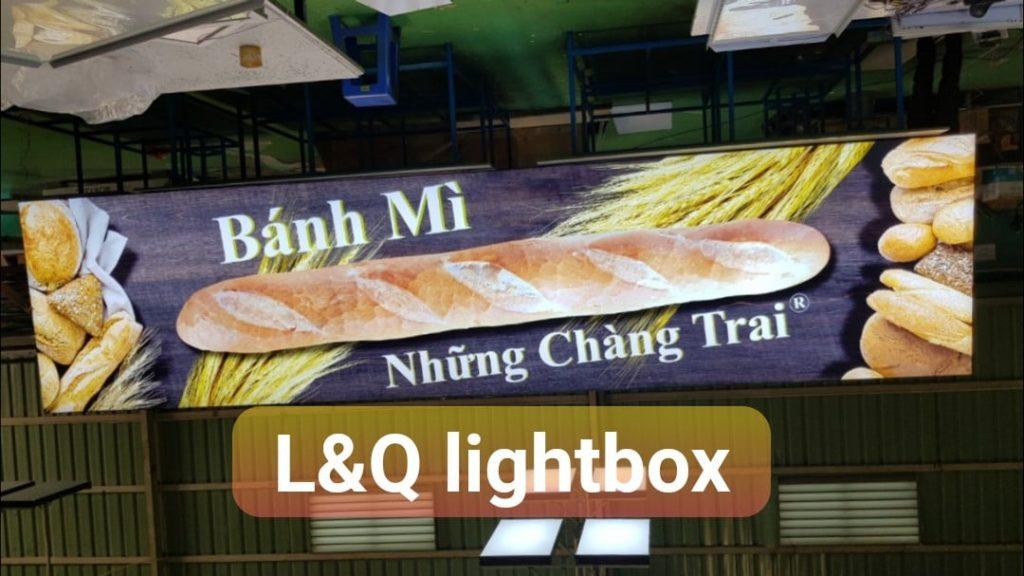 hộp đèn quảng cáo lightbox tiệm bánh mì những chàng trai