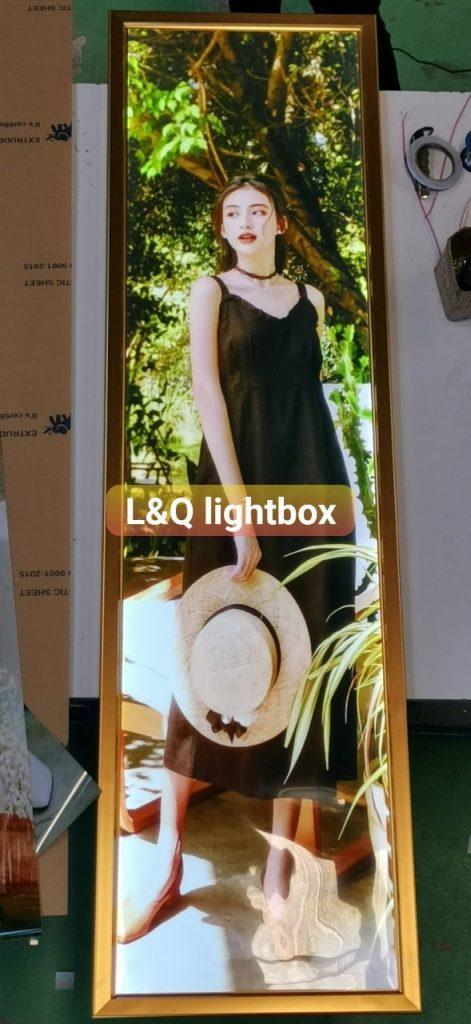 hộp đèn quảng cáo lightbox người mẫu nghệ thuật