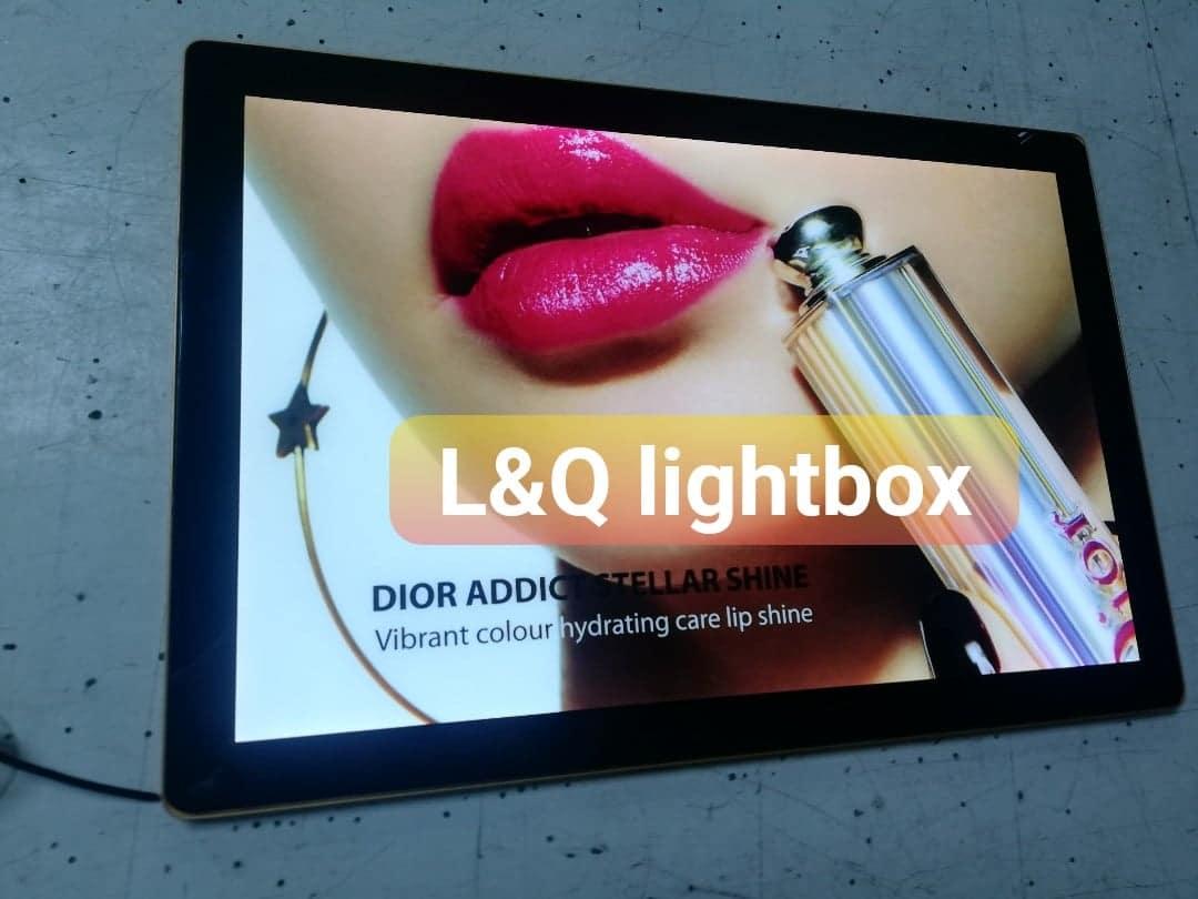 hộp đèn quảng cáo nắp hít son môi