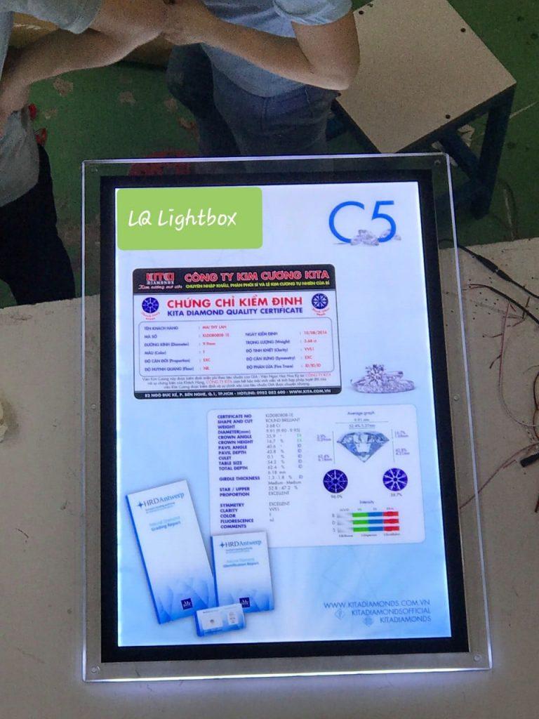hộp đèn quảng cáo thủy tinh lightbox cho công ty kiểm định kim cương