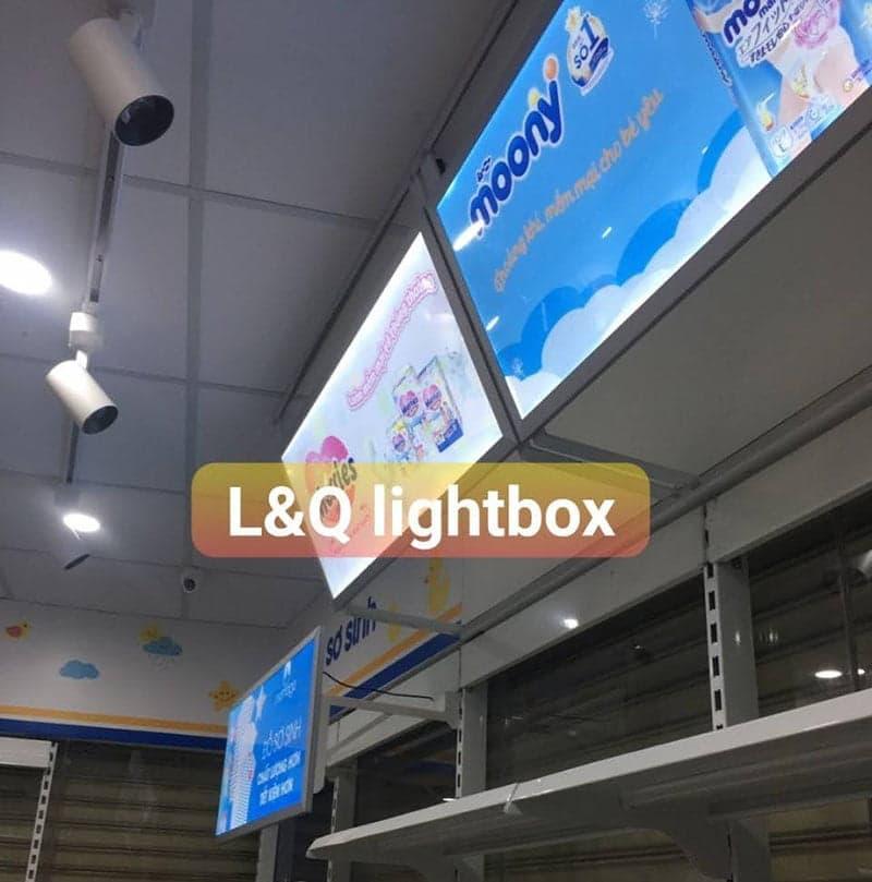 hộp đèn biển hiệu led lightbox lắp trong cửa hàng 2