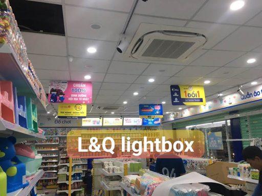 không gian bên trong cửa hàng bán sản phẩm cho mẹ bầu và trẻ sơ sinh