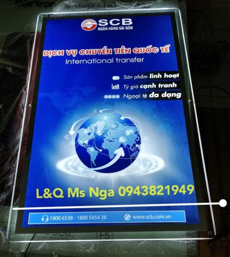 hộp đèn bảng hiệu thủy tinh quảng cáo dịch vụ chuyển tiền quốc tế ngân hàng scb