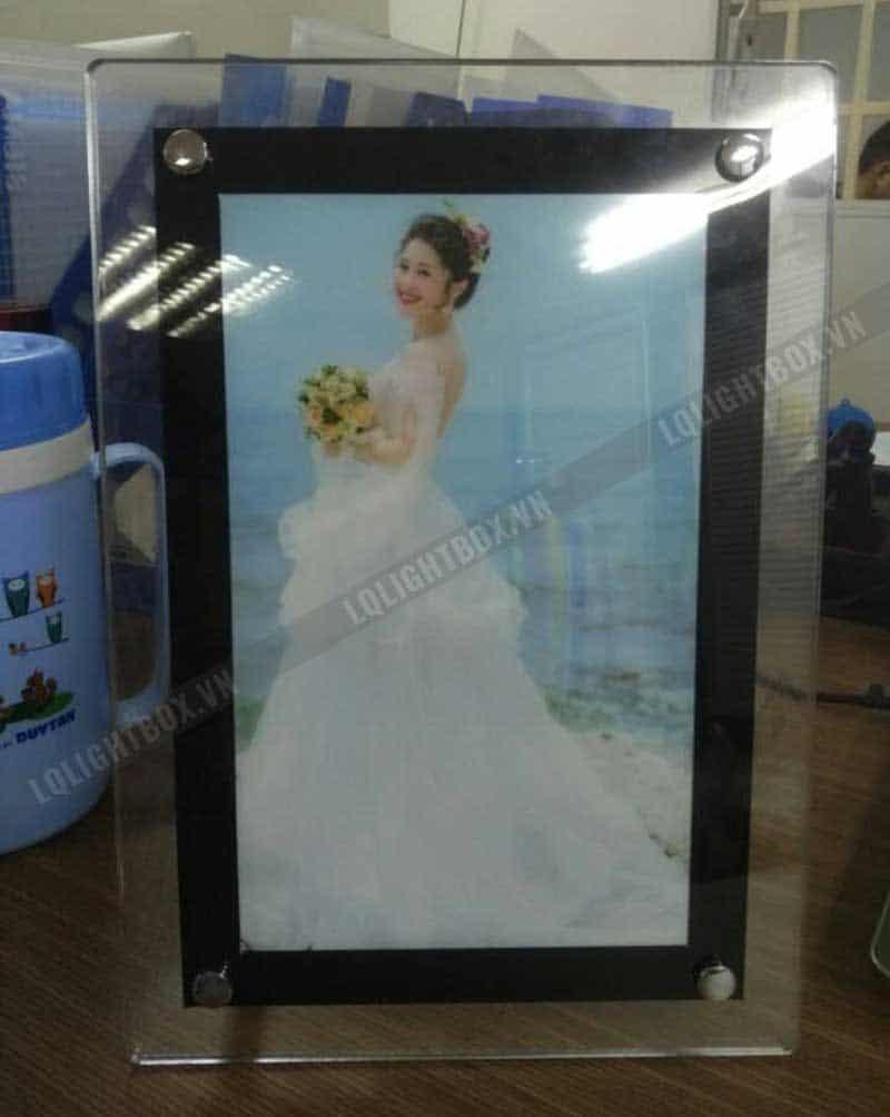 Hộp đèn lưu niệm hình cô dâu